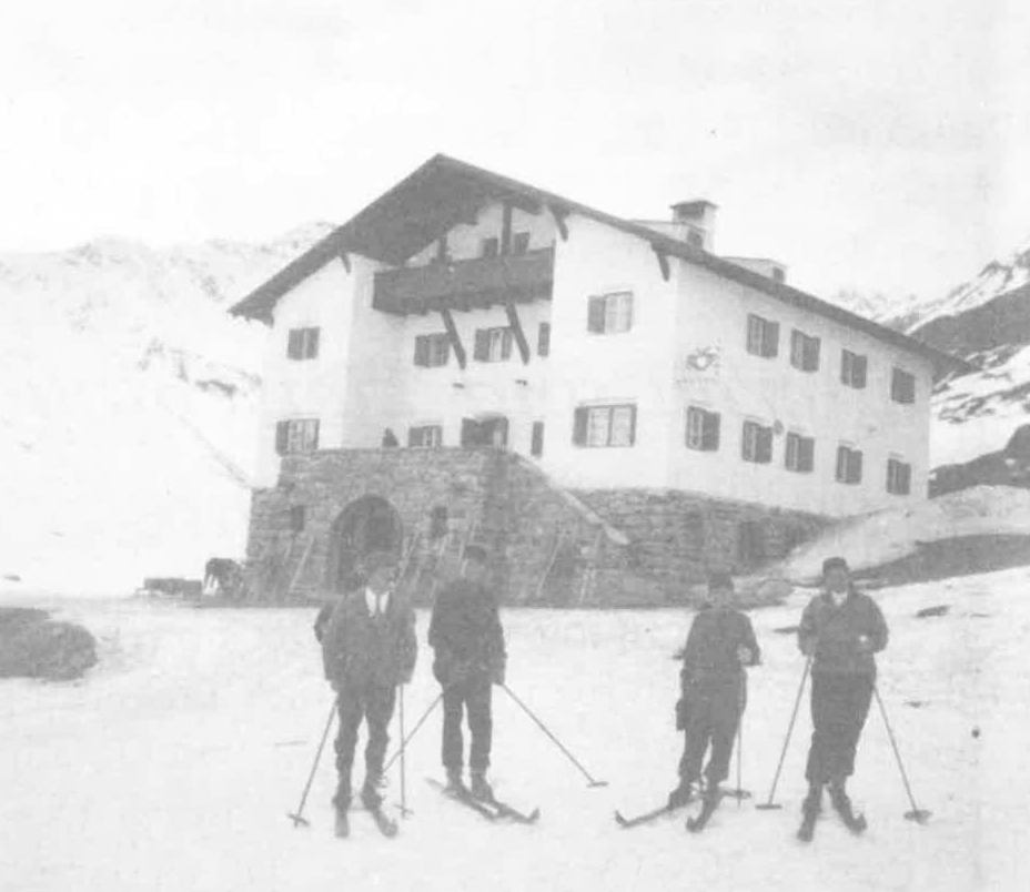 Skifahrer beim Kölner Haus (um 1930)
