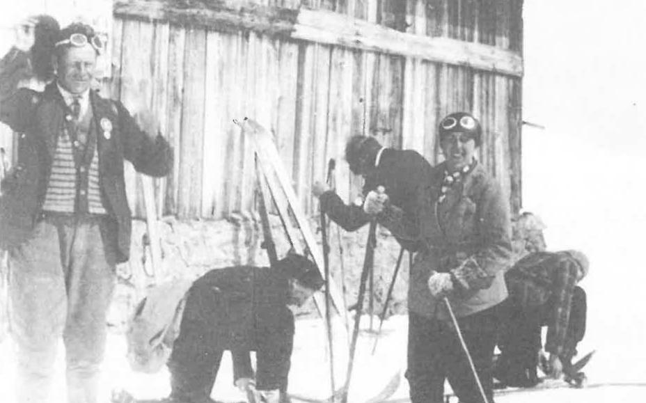 Auf Skitour (rechts Schumacher Gerda)